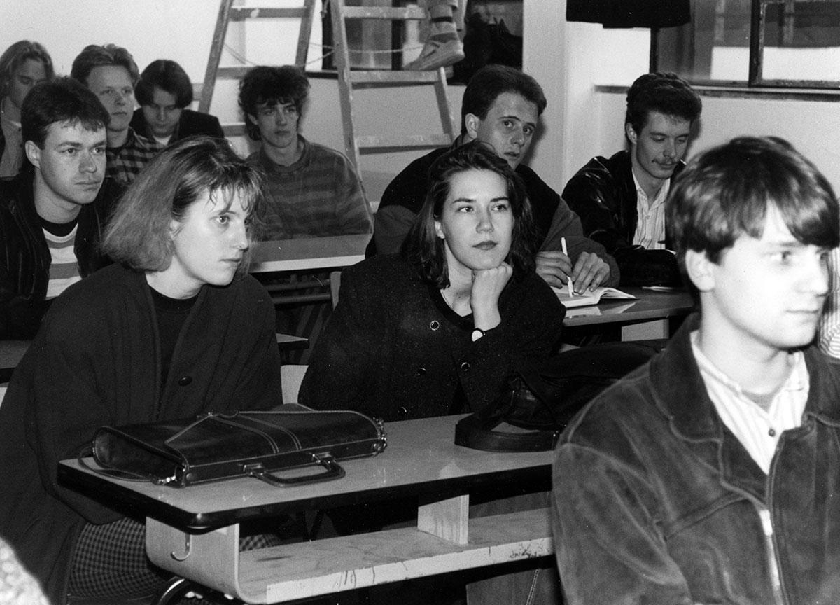 1992 - Studierende im Bauhaus Hörsaal