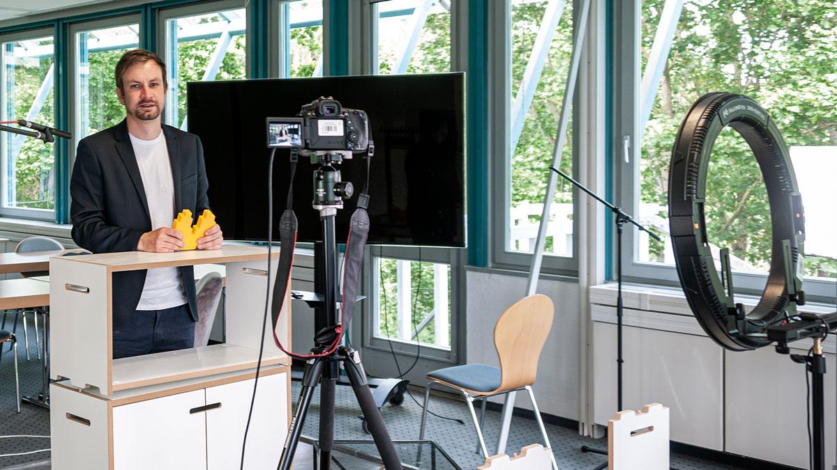Prof. Dr. Stefan Stumpp am digitalen Arbeitsplatz