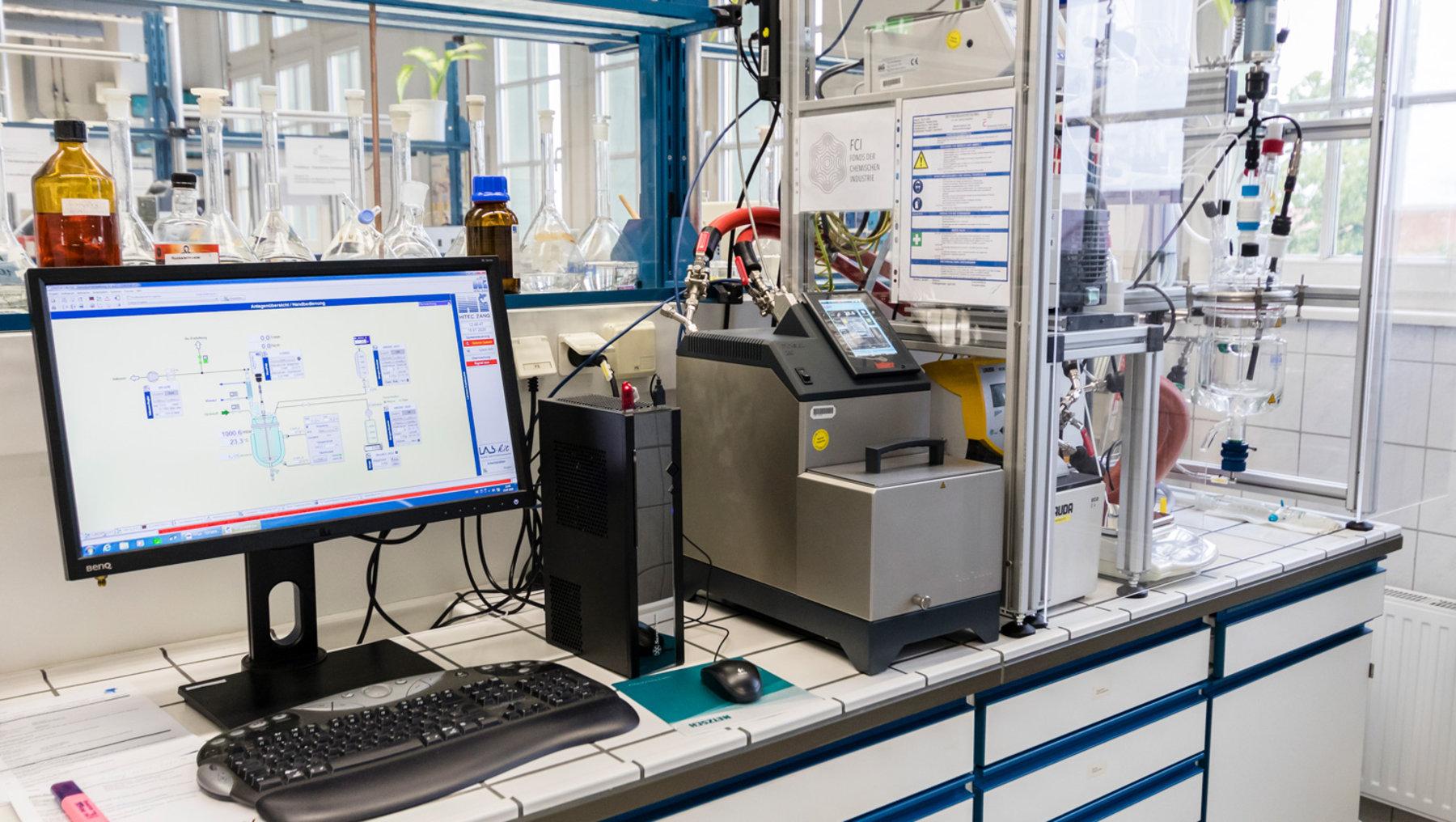 Prozess- und Rezepturentwicklung in einer vollautomatisierten Multipurpose-Anlage mit Ablaufsteuerung