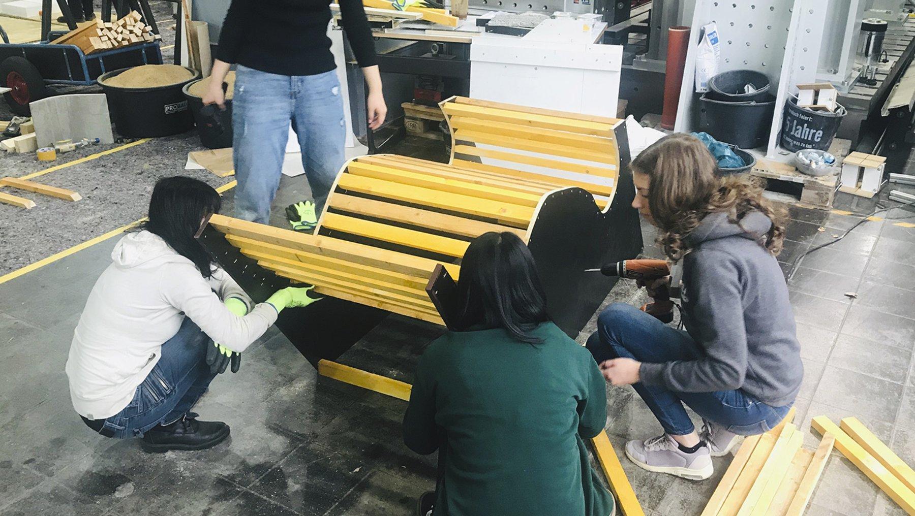 Möbel aus Textilbeton für das Zörbiger Stadtbad